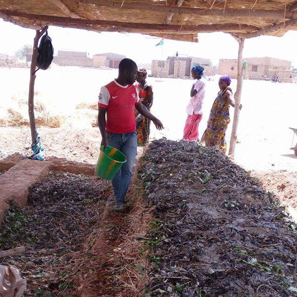 Création du compost à l'école de Yagma